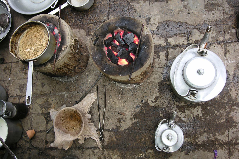 Kolkata - Calcutta   street food   Chai in the street   Indian tea   ©sandrine cohen