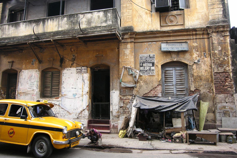 Kolkata - Calcutta   Homeless   Colonial house   ©sandrine cohen
