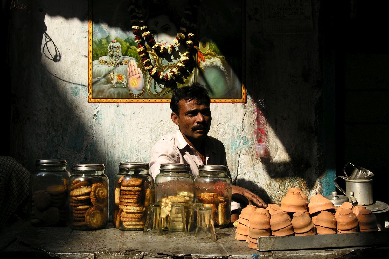 Kolkata - Calcutta   Indian street food   Chai seller   ©sandrine cohen
