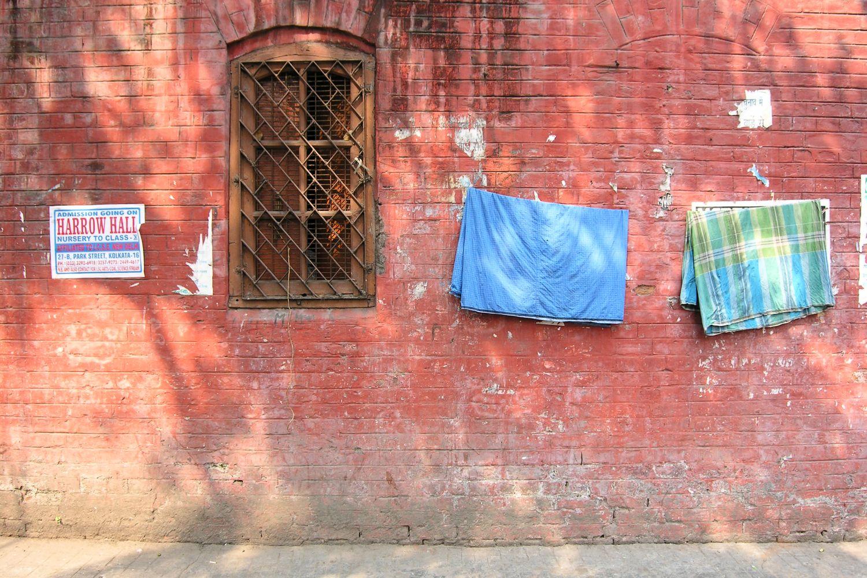 Kolkata - Calcutta   Red brick wall   ©sandrine cohen