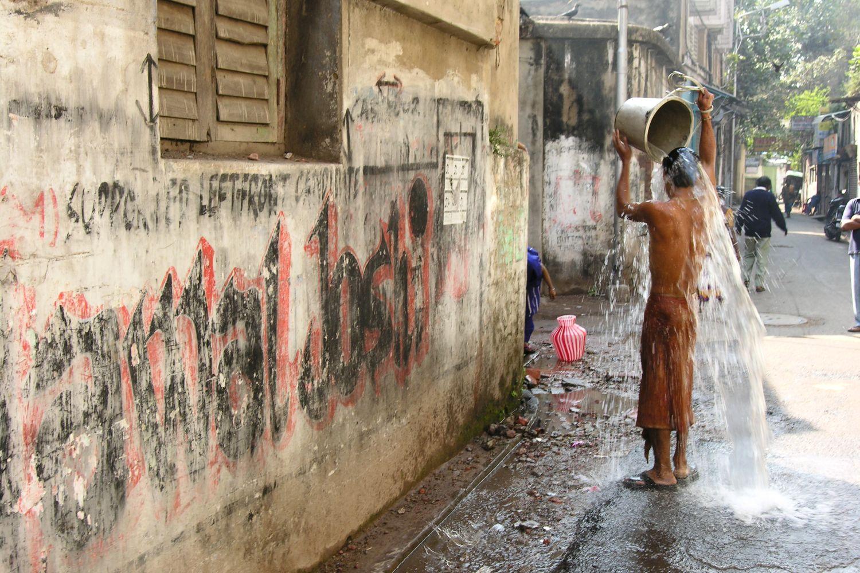 Kolkata - Calcutta   Morning toilets on the street in Calcutta   ©sandrine cohen