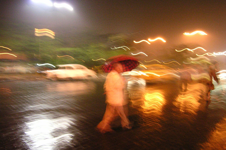 Kolkata - Calcutta   Rain on Calcutta   Indian man with umbrella  ©sandrine cohen