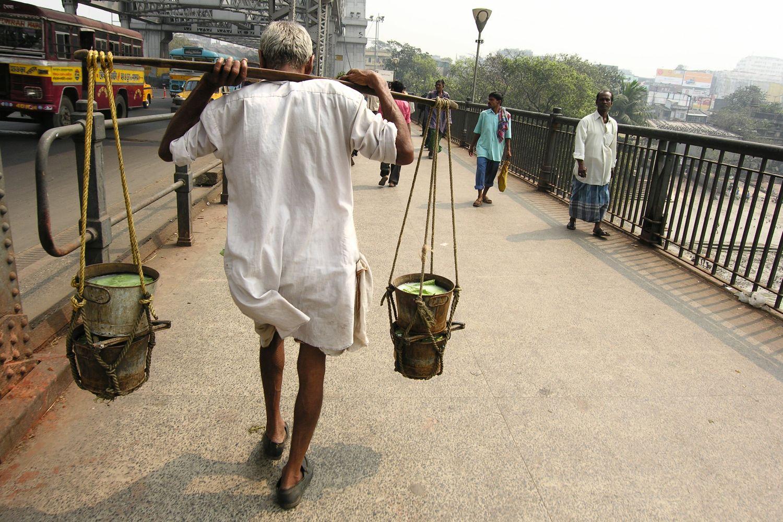 Kolkata - Calcutta   Howrah Bridge   Coolie on Howrah bridge Calcutta   ©sandrine cohen