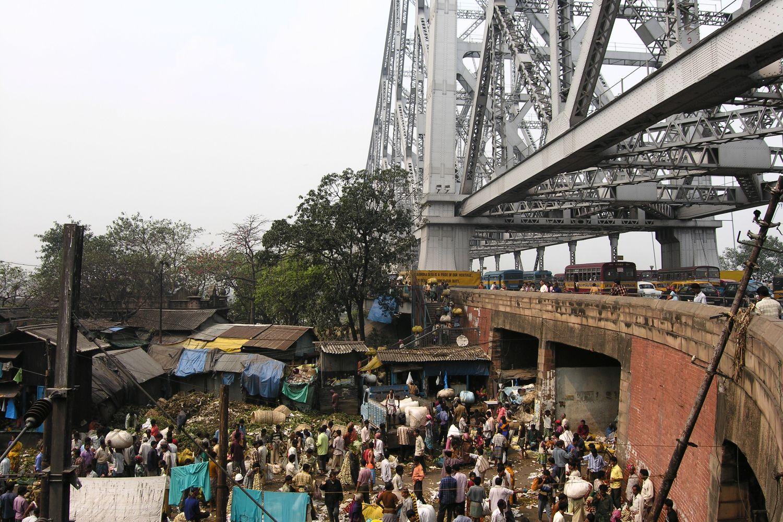 Kolkata - Calcutta   Howrah Bridge   Coolies on Howrah bridge Calcutta   Flowers market   ©sandrine cohen