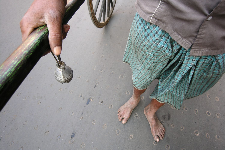 Kolkata - Calcutta   Man horse   Rickshaw rickshawala   the rickshaw horn  ©sandrine cohen