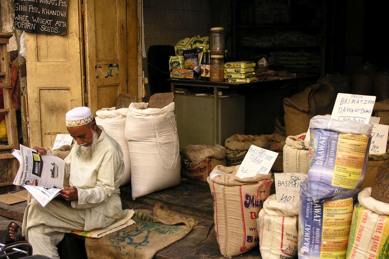 Mumbai - Bombay | Kalbadevi | shop rice | Muslim reading newspaper | ©sandrine cohen