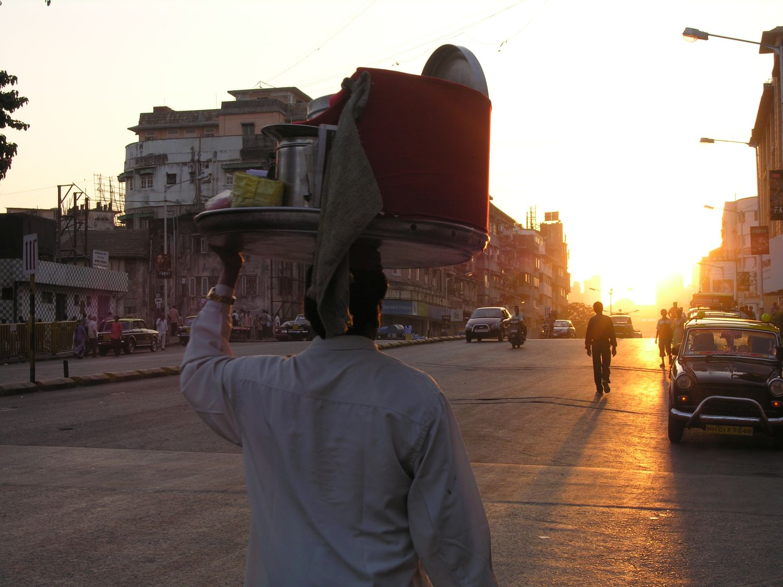 Mumbai - Bombay | Sunrise in Mumbai | Coolie on the street in Mumbai | Grant road sunrise | ©sandrine cohen