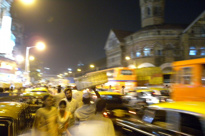 Mumbai | Bombay | Crawford Market at night | Traffic around Crawford Market | ©sandrine cohen