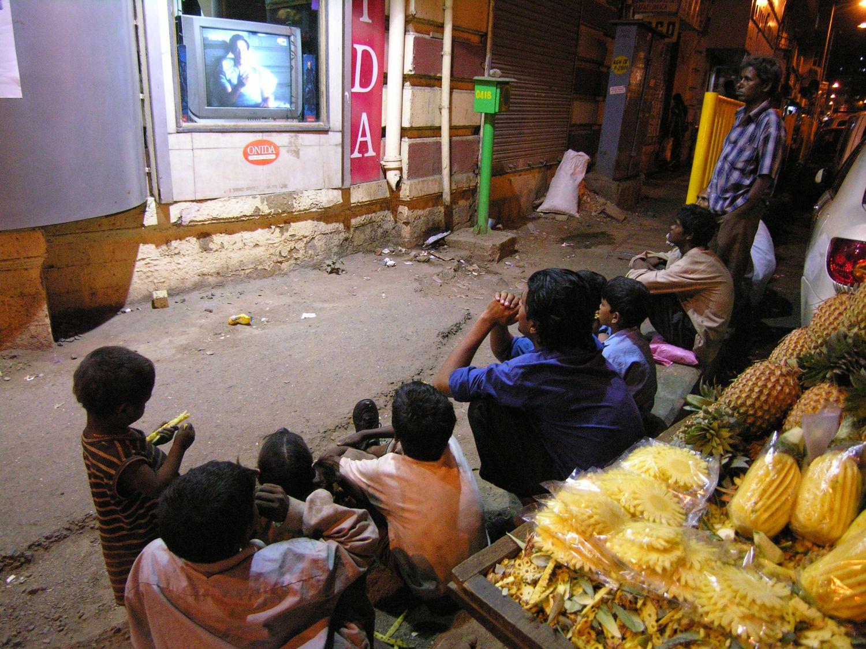 Mumbai - Bombay | TV on the street | ©sandrine cohen
