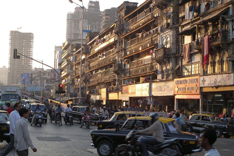 Mumbai - Bombay | Traffic in Mumbai | Old wooden buildings in Mumbai | Grant road | ©sandrine cohen
