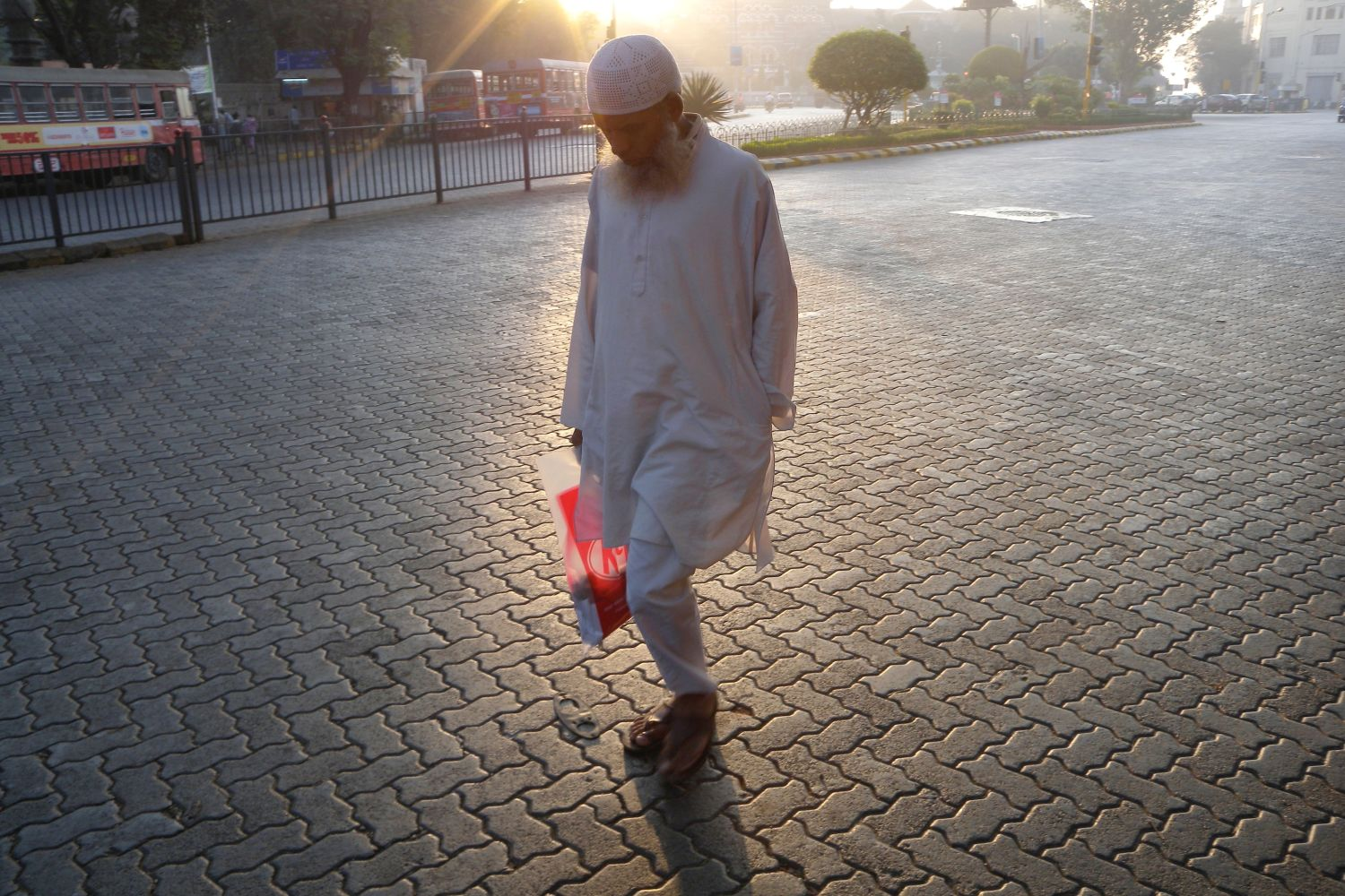 Mumbai - Bombay | Indian muslim in the street at early morning | ©sandrine cohen