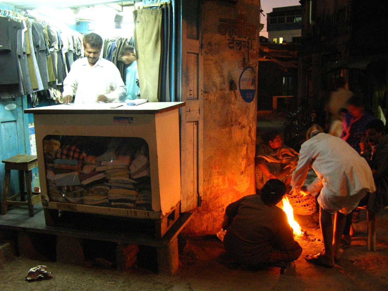 Mumbai - Bombay | Tailor and homeless in Mumbai | Colaba | ©sandrine cohen
