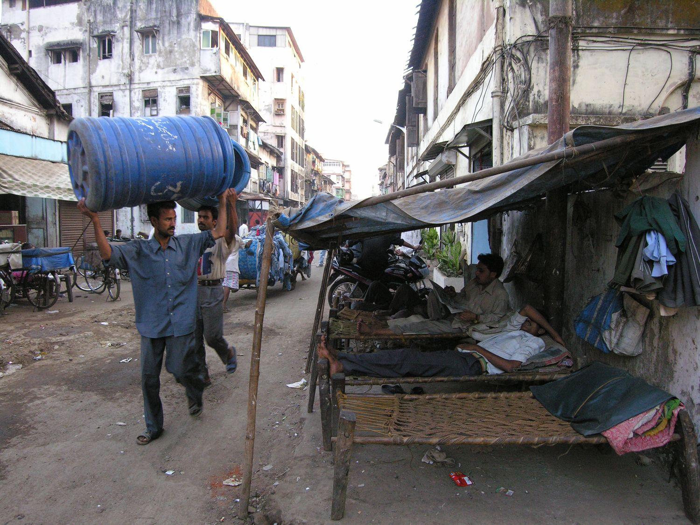 Mumbai - Bombay | Dhobi ghat men in Choor bazar | ©sandrine cohen