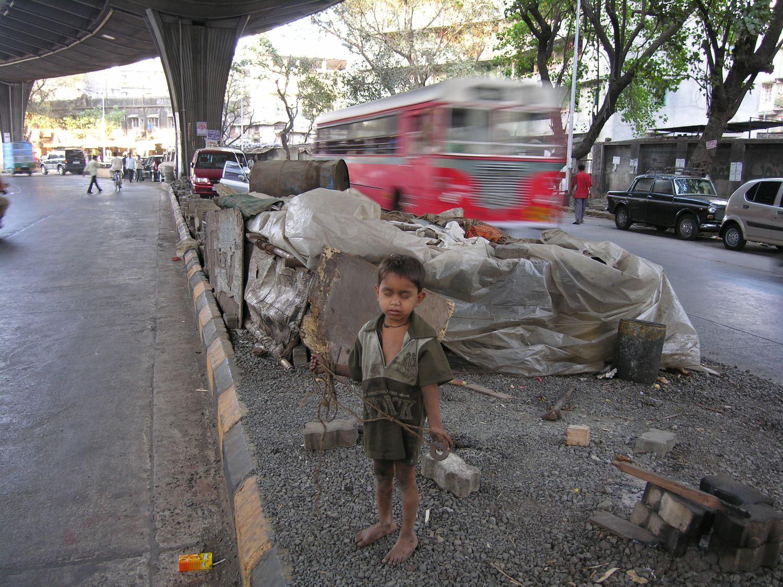 Mumbai - Bombay | Homeless in the middle of the road | street child from Mumbai | ©sandrine cohen