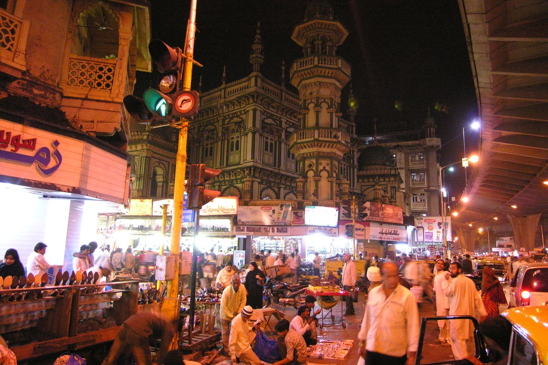 Mumbai - Bombay | Traffic on MS Ali road | Green mosque in Mumbai |©sandrine cohen