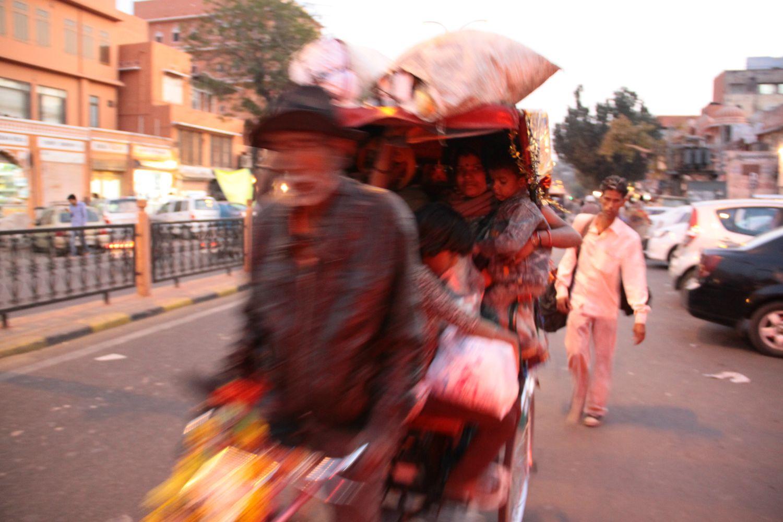 Jaipur | Rajasthan | Rickshawala with muslim family | streetphotography sandrine cohen