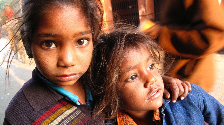Jaipur | Rajasthan | Pink city | street children | Little girls sisters in Jaipur | ©sandrine cohen