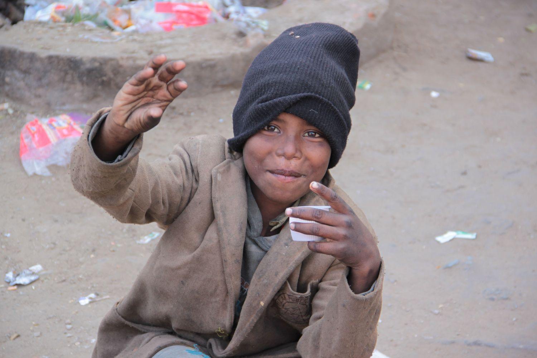 Jaipur | Rajasthan | Pink city | Child drinking chai | ©sandrine cohen