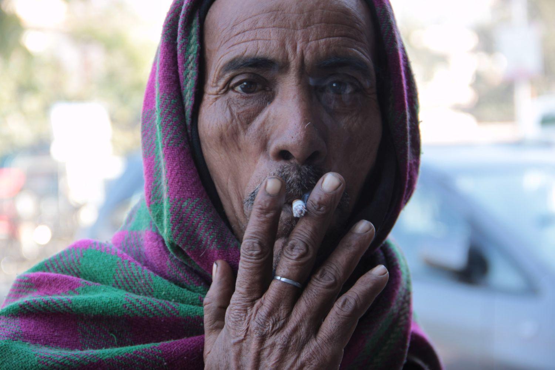 Jaipur | Rajasthan | Pink city | Indian man smoking | ©sandrine cohen