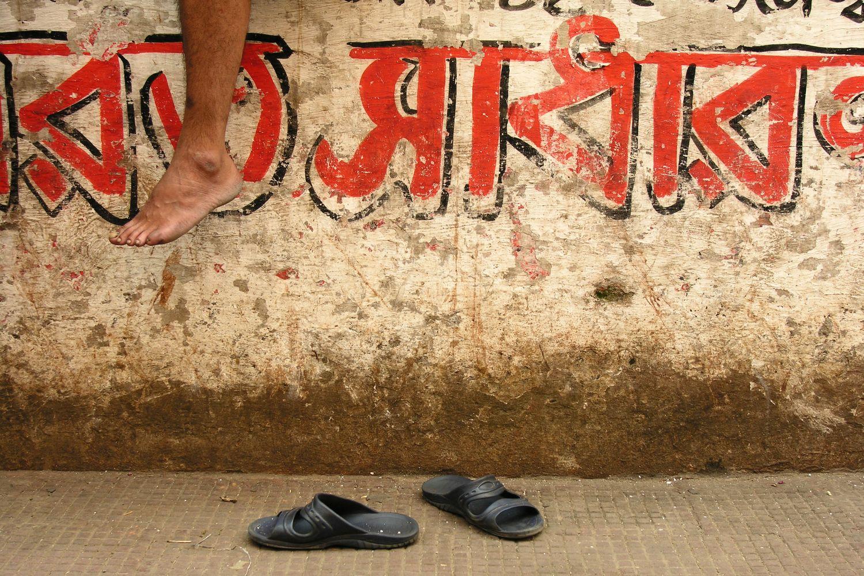 Kolkata - Calcutta   Hindi calligraphy   street foot   ©sandrine cohen