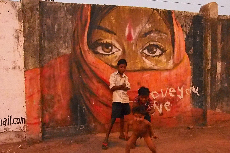 Mumbai - Bombay | street children from Mumbai | Street art | I love you | Dharavi | ©sandrine cohen