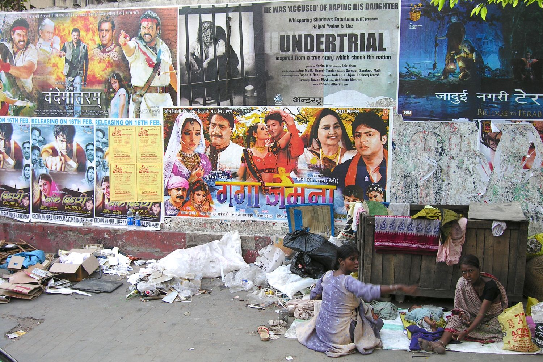 Kolkata - Calcutta   Homeless   Bollywood posters    ©sandrine cohen