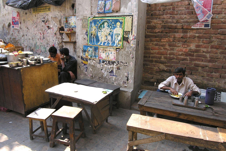 Kolkata - Calcutta   Indian street food   Indian restaurant on the street   ©sandrine cohen