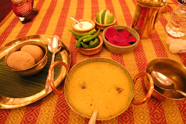Kolkata - Calcutta   Aaheli restaurant Kolkata   Bengali restaurant   Bengali food   Dhal curry vegetable   Rasgulla dessert  ©sandrine cohen