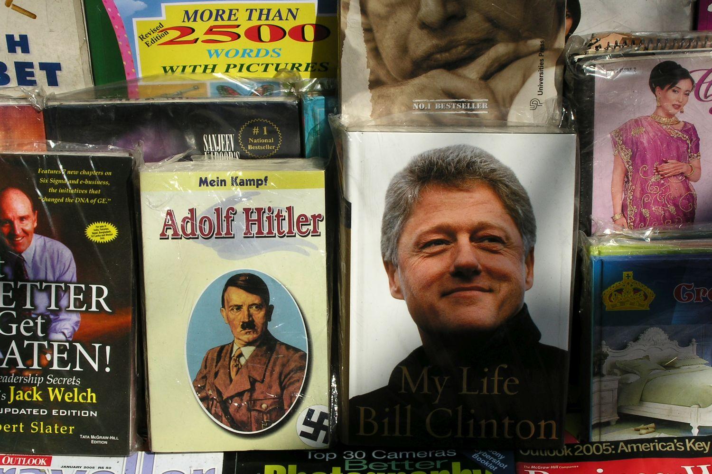 Kolkata - Calcutta   Books Hitler and Bill Clinton   ©sandrine cohen