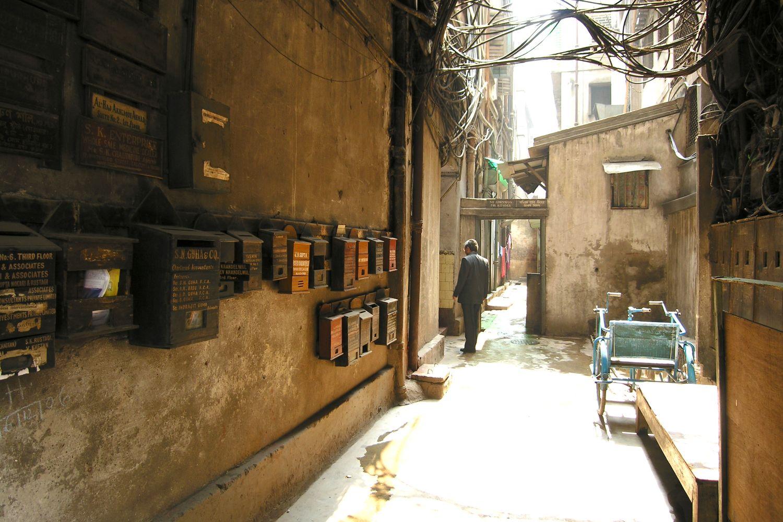 Kolkata - Calcutta   Entrance with mailboxe   ©sandrine cohens