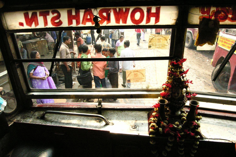 Kolkata - Calcutta   Bengali bus driver   Howrah station   ©sandrine cohen