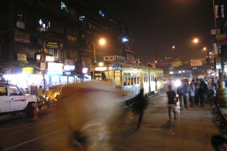 Kolkata - Calcutta   Traffic on Mahatma Gandhi road   ©sandrine cohen