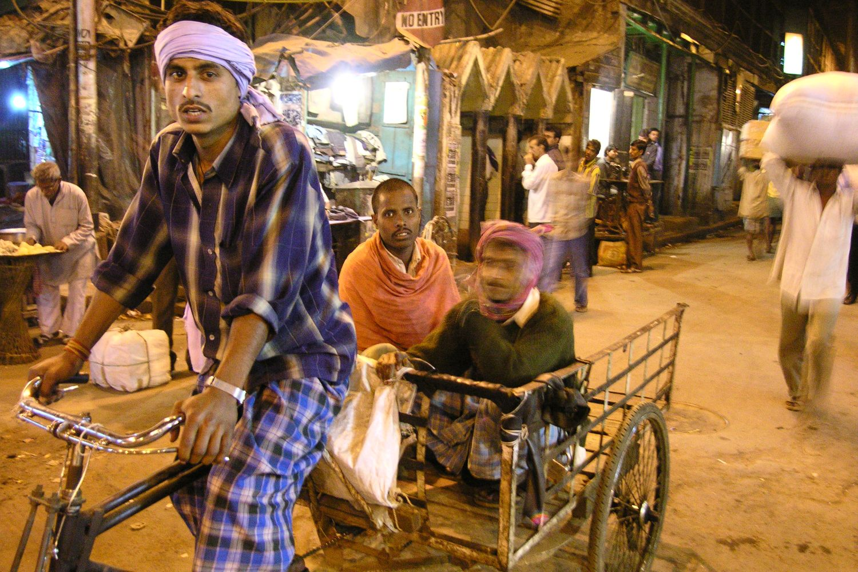 Kolkata - Calcutta   Traffic on Rabindra street   ©sandrine cohen