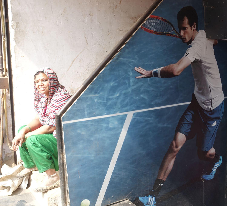 Old Delhi | Indian woman and tennisman | ©sandrine cohen