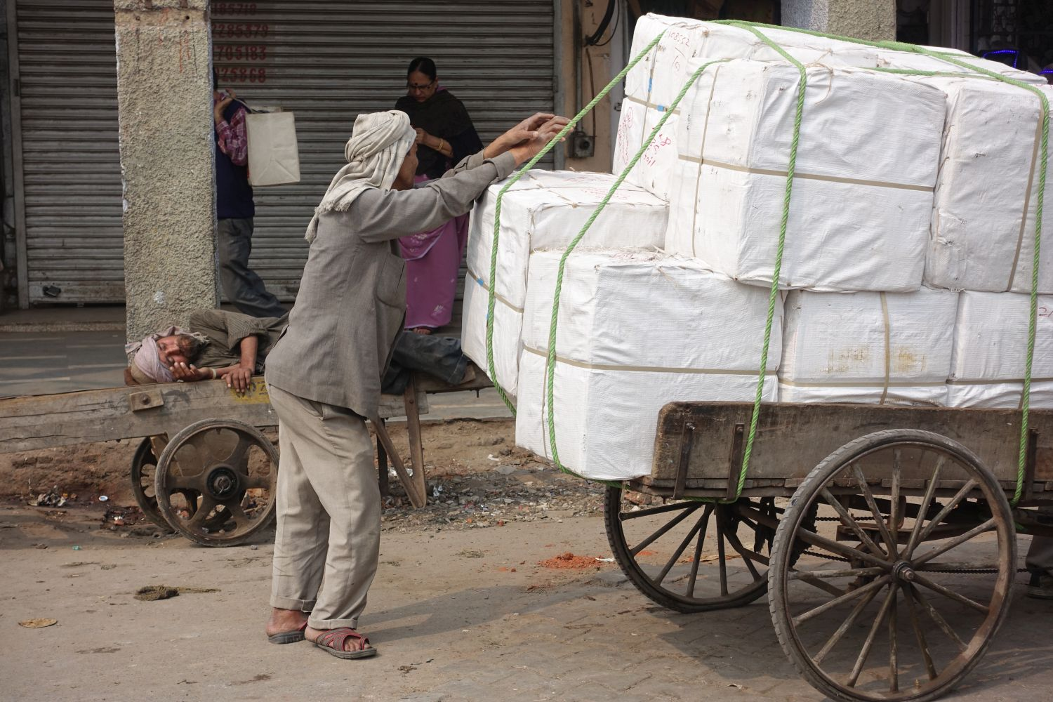 Old Delhi | Traffic in Chandni Chowk | Indian coolies | street photography ©sandrine cohen