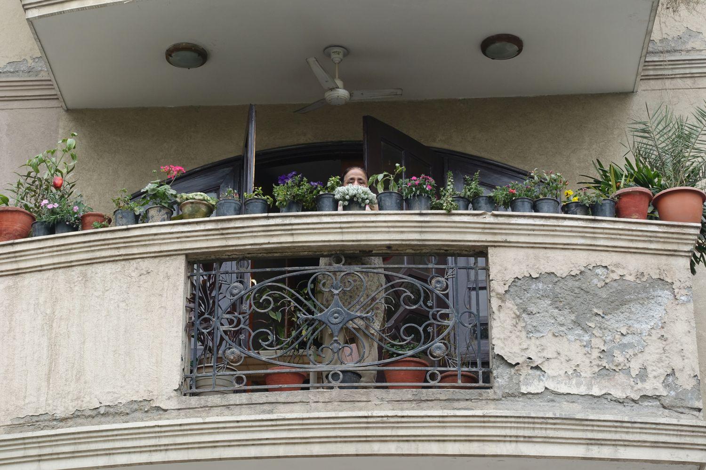 Delhi | Indian woman on her balcony | ©sandrine cohen