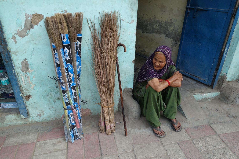 Delhi | Indian brooms | ©sandrine cohen