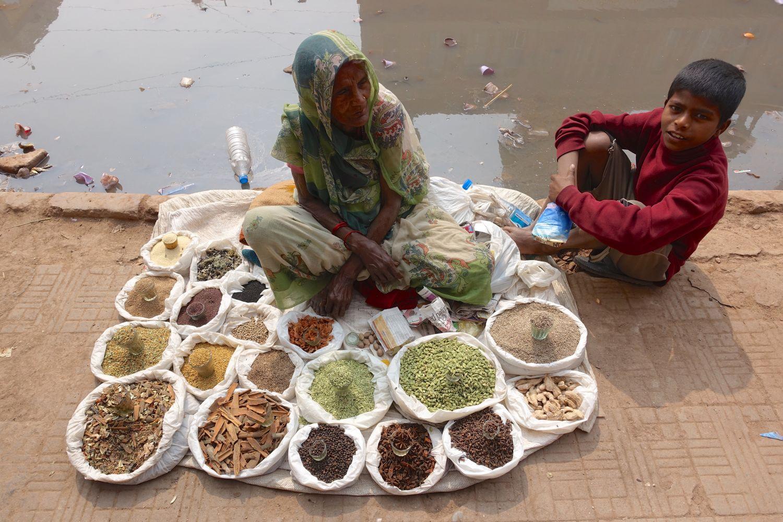 Old Delhi | Woman selling spices | ©sandrine cohen