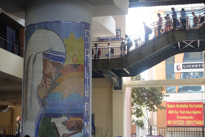 Delhi | Karol Bagh metro station | Mother Theresa | ©sandrine cohen
