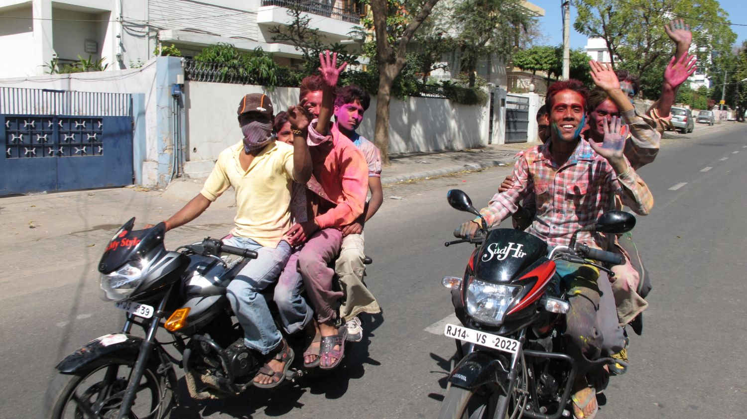 Jaipur | The Holi 24 | Feast of colors | Indian men celebrating the Holi | ©sandrine cohen
