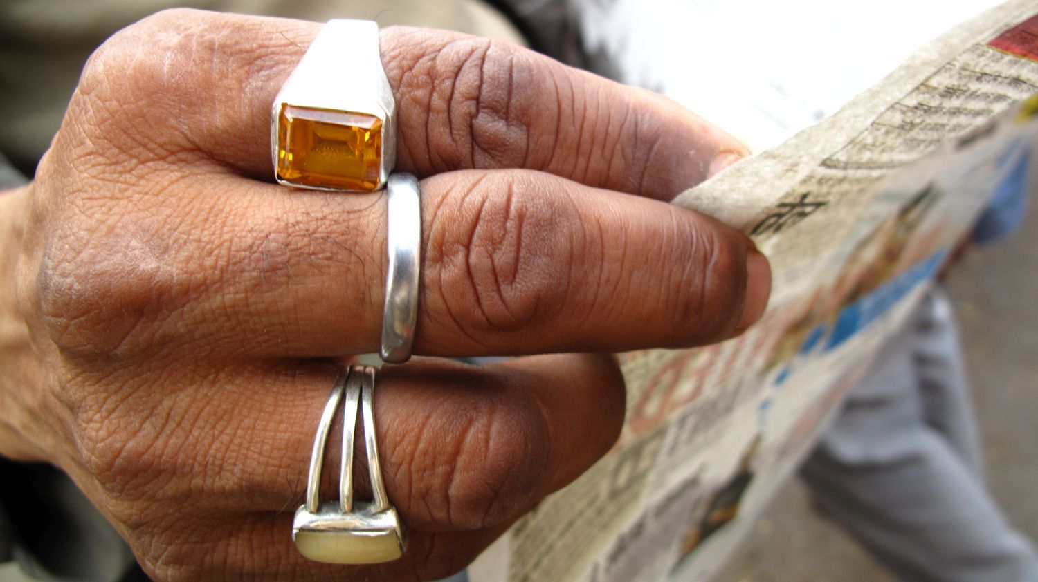 Jaipur | Indian man with rings  and newspaper | Rajasthan | ©sandrine cohen
