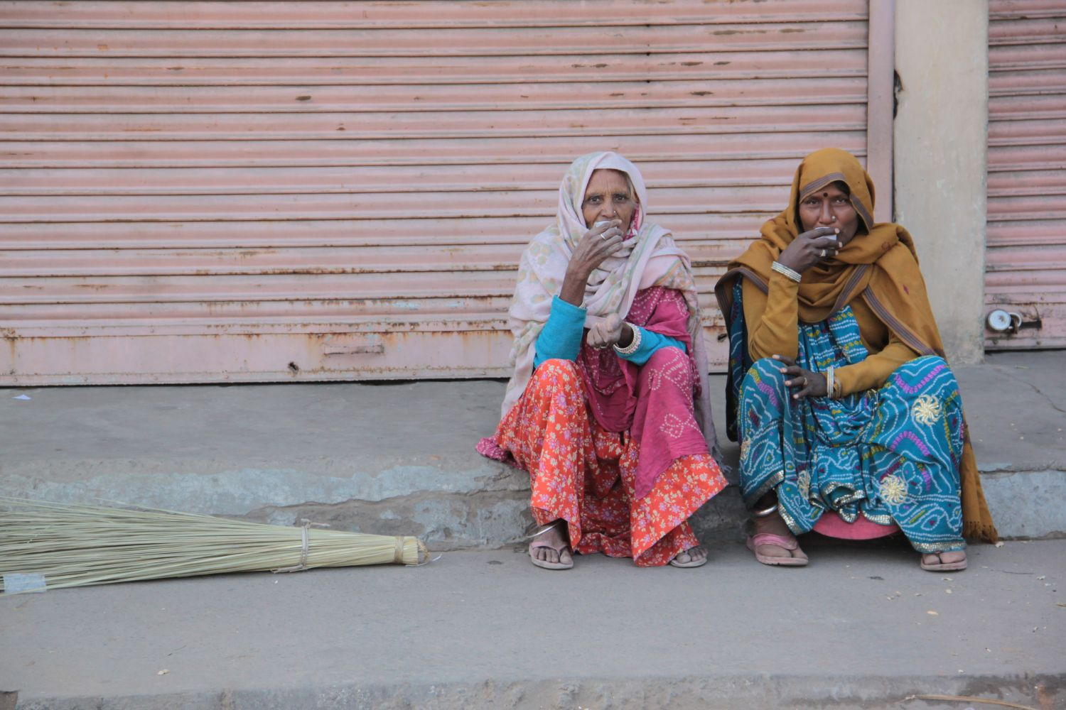 Jaipur | Pink city | Rajasthan | Indian sweepers and indians brooms |©sandrine cohen