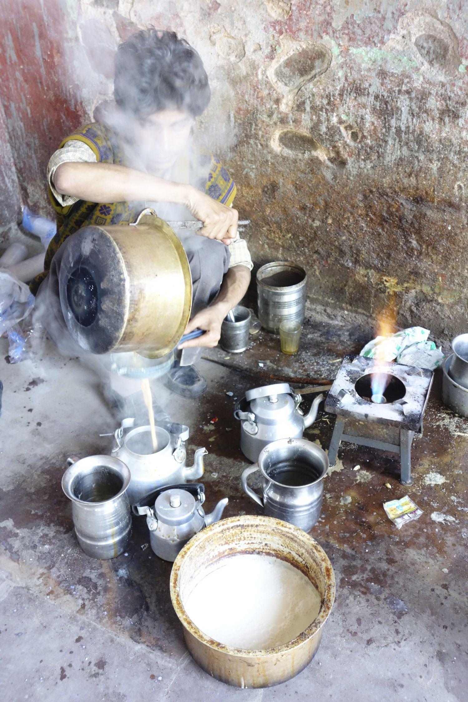 Jaipur | Rajasthan | Pink city | Chai | Chai young seller | ©sandrine cohen