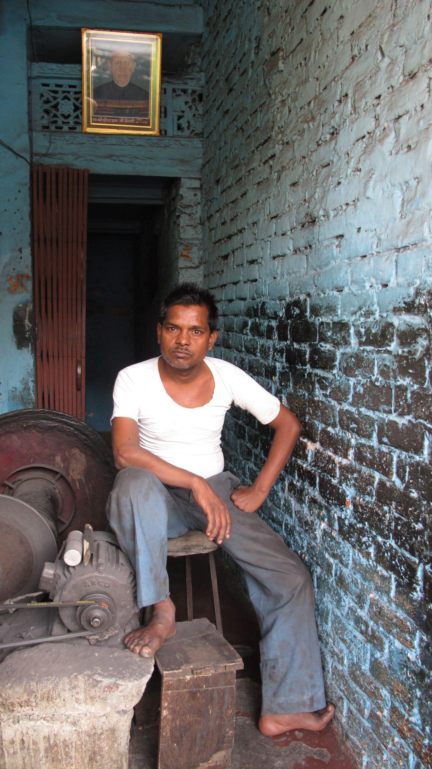 Jaipur | Pink city | Rajasthan | Indian worker | Blue wall | ©sandrine cohen