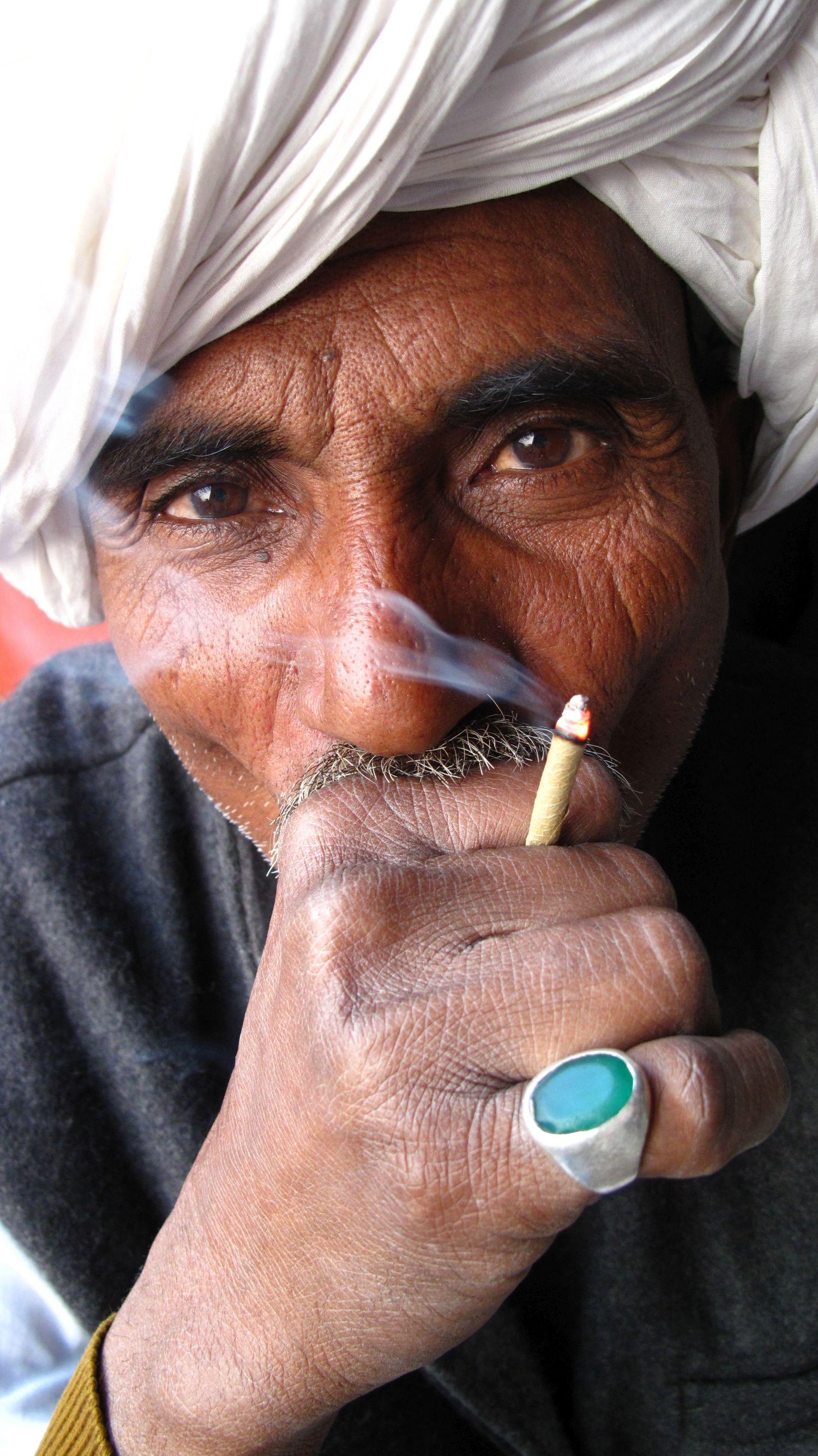 Jaipur | Pink city | Rajasthan |Rajput smoking bidi  | Portrait || Indian man smoking bidi©sandrine cohen