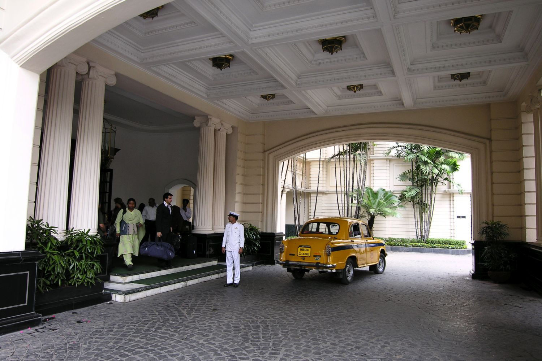 Kolkata - Calcutta | The Grand Oberoi Hotel | Oberoi Hotel | Yellow taxi | Photo sandrine cohen