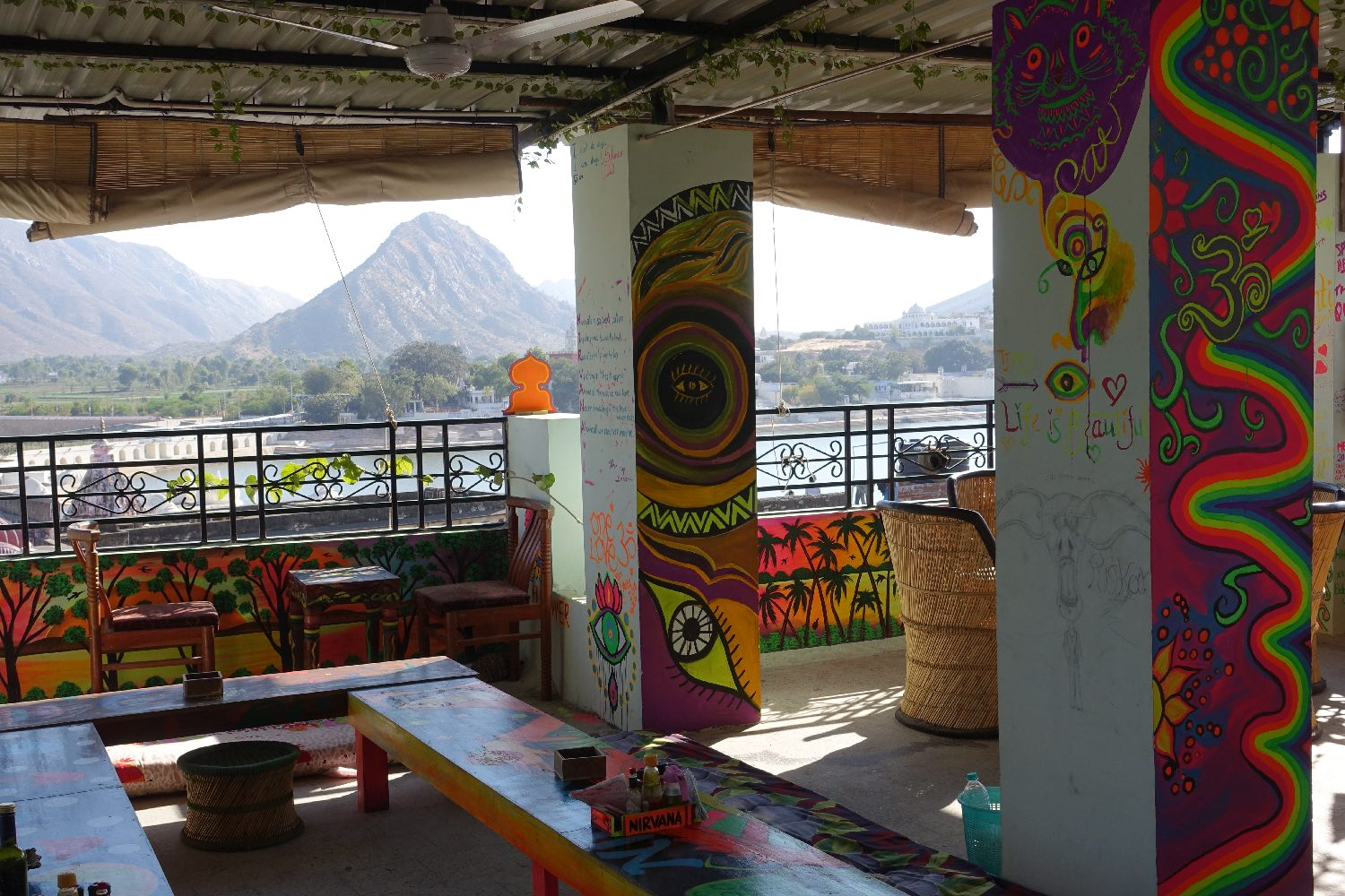 Pushkar | Rajasthan | indian restaurant with moutain view | ©sandrine cohen