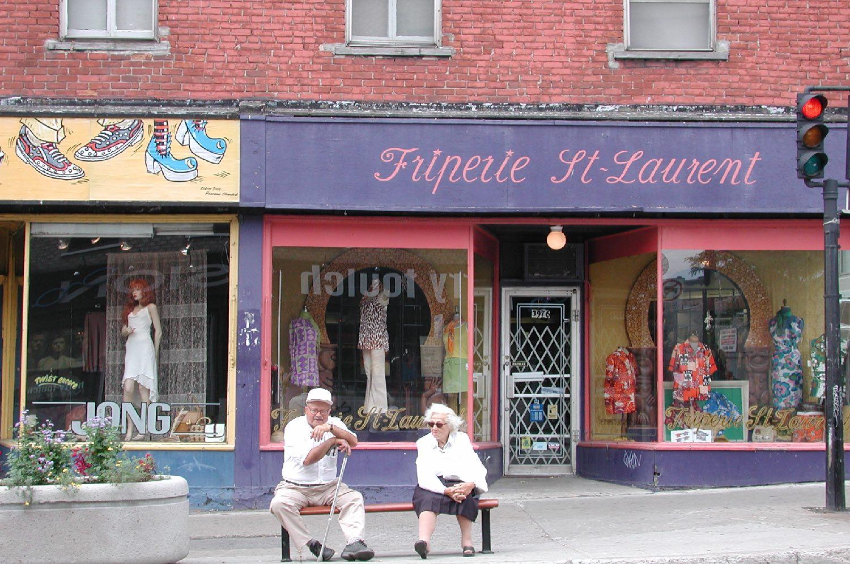 Montreal   Saint-Laurent   Friperie sur Saint-Laurent   streetphotography sandrine cohen