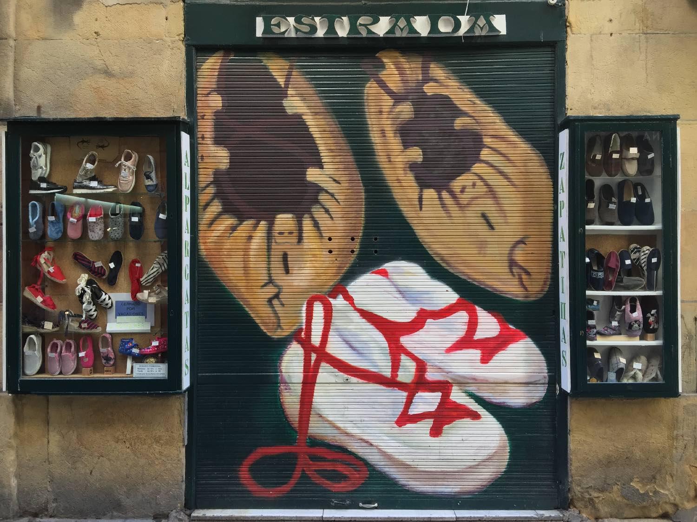 San Sebastien | San Sebastian | Donostia | Shoes shop | Street art | photo sandrine cohen