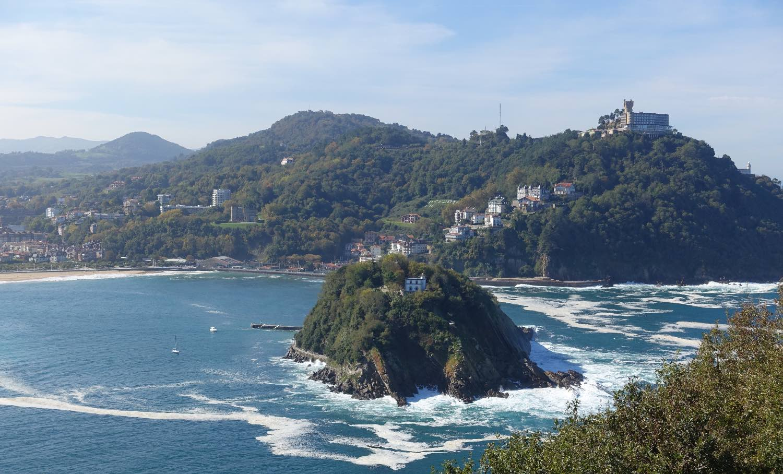 San Sebastian | San Sebastien | Donostia | A Island and moutains | photo sandrine cohen